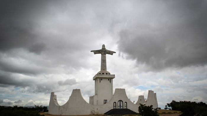 Assessing State and Religious Institutions: A Comment from the Case of Angola