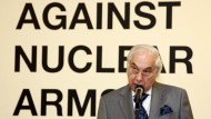 """Sergio de Queiroz Duarte, Under-Secretary-General for Disarmament Affairs, speaks at the opening of the exhibition """"Against Nuclear Arms"""". The exhibition portrays the destruction caused by the A-bomb explosions in Hiroshima and Nagasaki, Japan, as well as decades of nuclear arms testing in Kazakhstan. 10/Aug/2009. United Nations, New York. UN Photo/Paulo Filgueiras. www.un.org/av/photo/"""