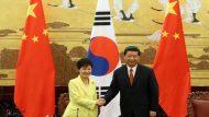 President Park Geun-hye (left) and Chinese President Xi Jinping shake hands after holding a joint press conference on June 27 at the Great Hall of the People in central Beijing.  2013. 06. 27.  Photo=Cheong Wa Dae  (Related Korea.net Article) ¡®President Park holds 1st Korea-China summit in Beijing¡¯ http://www.korea.net/NewsFocus/Policies/view?articleId=109560  Presidential trip to reshape future vision of Seoul-Beijing ties http://www.korea.net/NewsFocus/Policies/view?articleId=109483  ----------------------------------------------------  ¹Ú±ÙÇý ´ëÅë·ÉÀÌ 27ÀÏ ½ÃÁøÇÎ Áß±¹ ±¹°¡ÁÖ¼®°ú ÇÑ-Áß °øµ¿±âÀÚȸ°ßÀ» ¸¶Ä£ µÚ ¾Ç¼öÇÏ°í ÀÖ´Ù.   º£ÀÌÂ¡, Áß±¹   »çÁø=û¿Í´ë  ----------------------------------------------------  ìÑÚÅÓÞ?ÓÑ??èâ?????çÊ?ãÒçÊïÈ????ÚÓÐÇû³ http://chinese.korea.net/Government/Current-Affairs/Foreign-Affairs/view?affairId=386&subId=410&articleId=8711#sthash.KJXSxZIT.dpuf